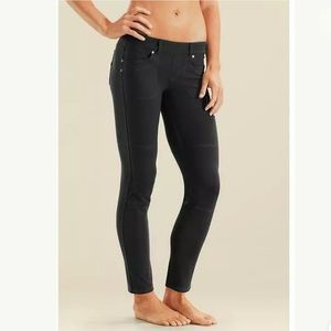Athleta Bettona Black Leggings With Pockets